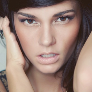 brunette_face_eyes_makeup_model_44150_1080x1920 copy