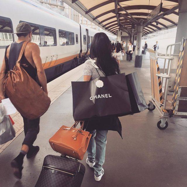 chanel-bag-girl-guy-shopping-Favim.com-3782445